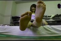【足裏ふぇち】前田ともみ(18)足のサイズ23.5cm★お手入れしても臭っちゃう★足裏を見せる女★⑥