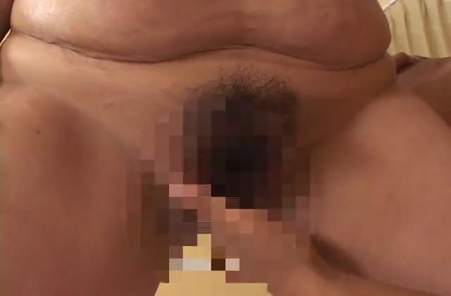 【個人撮影】精子がオマンコからポタポタ垂れる様子は必見