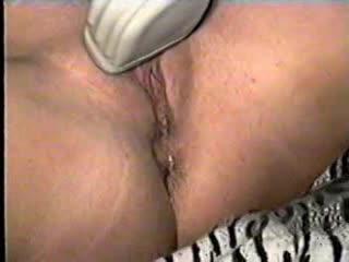 洋)パイパン巨乳ギャルがマンコに電マ自慰、お漏らししながらビクビク逝く